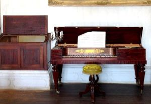 Spinet Piano